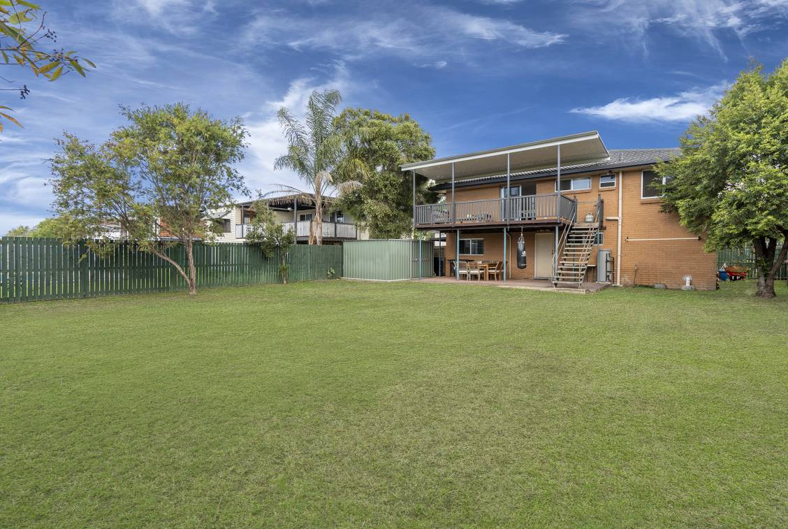 8 Greenslade Street, TINGALPA  QLD  4173