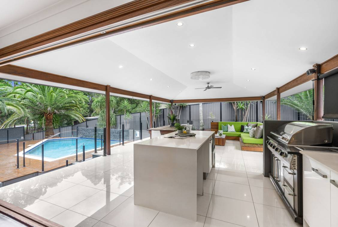 8 Helmsley Court, CARINDALE  QLD  4152