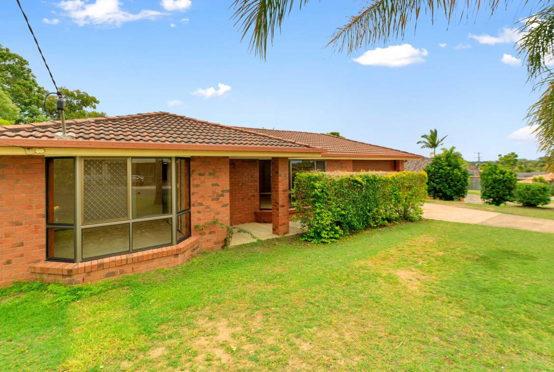 15 Thoms Crescent, MOUNT WARREN PARK  QLD  4207