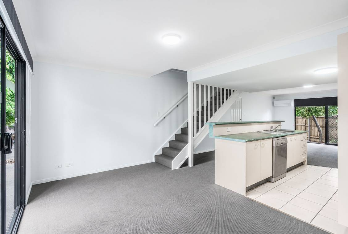8/21 Boongall Road, CAMP HILL  QLD  4152
